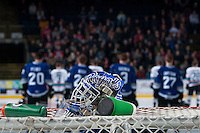 KELOWNA, CANADA - JANUARY 2: The helmet of Coleman Vollrath #35 of Victoria Royals sits on the net at the Kelowna Rockets on January 2, 2016 at Prospera Place in Kelowna, British Columbia, Canada.  (Photo by Marissa Baecker/Shoot the Breeze)  *** Local Caption *** Coleman Vollrath;