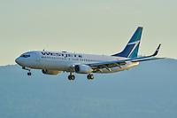 Evening landing of this Westjet Boeing 737-800 into Victoria International Airport