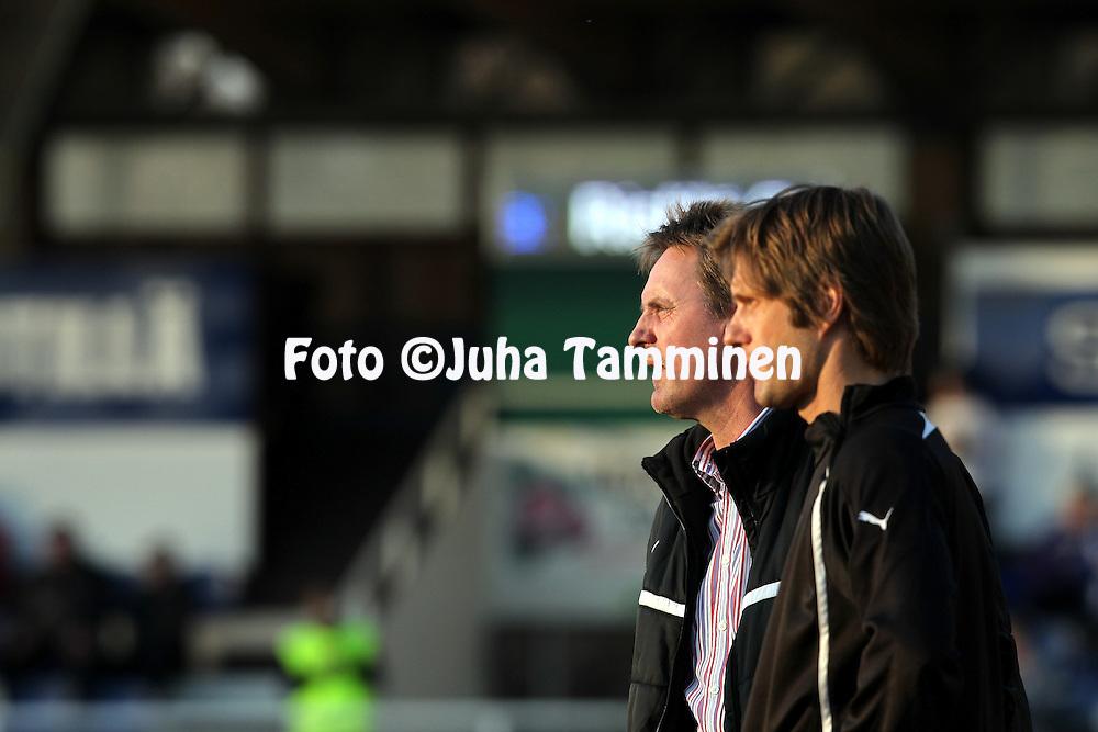 22.4.2012, Tehtaan kentt, Valkeakoski..Veikkausliiga 2012..FC Haka - IFK Mariehamn..Valmentaja Pekka Lyyski & fysioterapeutti Stefan Strmborg - IFK Mhamn