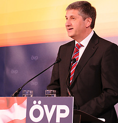 14.04.2011, Landesparteileitung, Wien, AUT, OEVP Bundesparteivorstand, im Bild Außenminister Michael Spindelegger übernimmt das Amt von Josef Proell als OEVP Parteichef und Vizekanzler// during Press Conference of the executive board OEVP, AUT, Vienna, office of OEVP Vienna, 04-14-2011,  EXPA Pictures © 2011, PhotoCredit: EXPA/ M. Gruber
