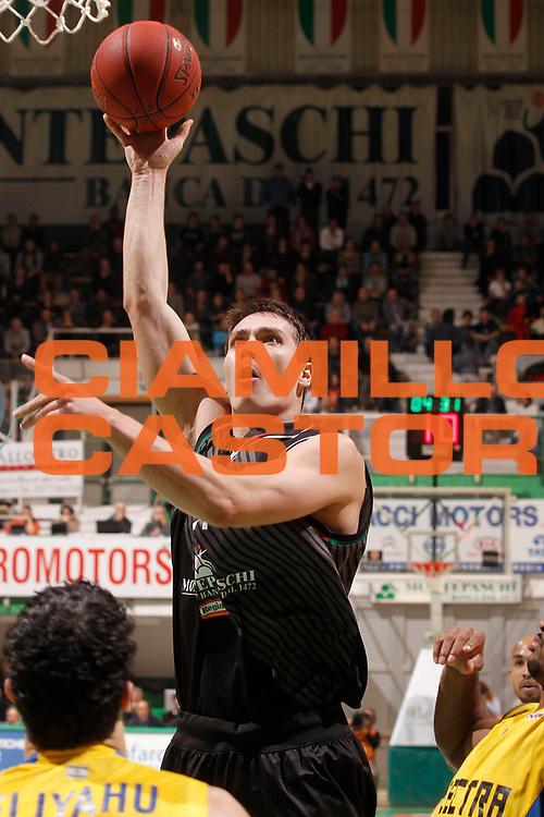 DESCRIZIONE : Siena Eurolega Eurolegue 2012-13 Montepaschi Siena Maccabi Electra Tel Aviv<br /> GIOCATORE : Kristjan Kangur<br /> SQUADRA : Montepaschi Siena <br /> CATEGORIA : tiro<br /> EVENTO : Eurolega 2012-2013<br /> GARA : Montepaschi Siena Maccabi Electra Tel Aviv<br /> DATA : 23/11/2012<br /> SPORT : Pallacanestro<br /> AUTORE : Agenzia Ciamillo-Castoria/P.Lazzeroni<br /> Galleria : Eurolega 2012-2013<br /> Fotonotizia : Siena Eurolega Eurolegue 2012-13 Montepaschi Siena Maccabi Electra Tel Aviv<br /> Predefinita :