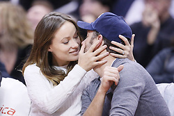 61092155<br /> Olivia Wilde and Jason Sudeikis are seen kissing each others at the Staples Center, Los Angeles, USA, during a Los Angeles Clippers game, Tuesday, 18th February 2014. Picture by  imago / i-Images<br /> UK ONLY