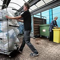Nederland, Amsterdam , 12 februari 2015.<br /> Het OLVG ziekenhuis heeft de duurzaamheidstempel gekregen voor o.a. het scheiden van afval (zie foto.)<br /> Op de achtergrond milieucoordinator Ellen Parma in het afval depot.<br /> Foto:Jean-Pierre Jans