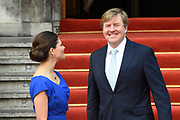 Koning Willem-Alexander en kroonprinses Victoria van Zweden zijn bij de viering van het 20-jarig jubileum van de inwerkingtreding van het Verdrag Chemische Wapens (CWC) en de oprichting van de Organisatie voor het Verbod van Chemische Wapens (OPCW). De ceremonie vond plaats in de Ridderzaal in Den Haag. <br /> <br /> King Willem-Alexander and Crown Princess Victoria of Sweden are celebrating the 20th anniversary of the entry into force of the Chemical Weapons Convention (CWC) and the establishment of the Organization for the Prohibition of Chemical Weapons (OPCW). The ceremony took place in the Ridderzaal in The Hague.<br /> <br /> Op de foto / On the photo:  Koning Willem-Alexander en kroonprinses Victoria van Zweden /// King Willem-Alexander and Crown Princess Victoria of Sweden