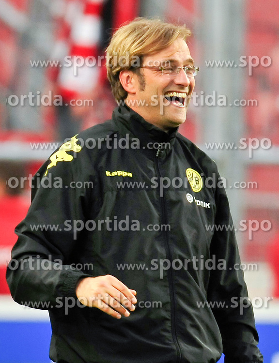 29.08.2010, Mercedes-Benz Arena, Stuttgart, GER, 1. FBL, VfB Stuttgart vs Borussia Dortmund, im Bild Juergen Klopp (Trainer Dortmund) hat gut Lachen, EXPA Pictures © 2010, PhotoCredit: EXPA/ nph/  Roth+++++ ATTENTION - OUT OF GER +++++ / SPORTIDA PHOTO AGENCY