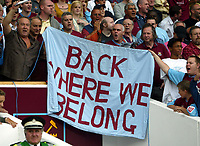 Fotball<br /> England 2005/2006<br /> Foto: SBI/Digitalsport<br /> NORWAY ONLY<br /> <br /> West Ham Utd v Blackburn Rovers<br /> Barclaycard Premiership.<br /> 13/08/2005.<br /> West Ham fans celebrate their reurn to the Premiership in style