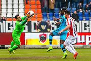TILBURG - 19-02-2017, Willem II - AZ, Koning Willem II Stadion, Willem II keeper Kostas Lamprou, AZ speler Derrick Luckassen, Willem II speler Guus Joppen