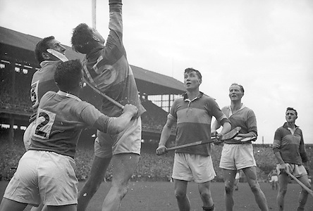 Neg No:.B541/5602-5627...4091960AISHCF...04.09.1960..All Ireland Senior Hurling Championship - Final...Wexford.2-15.Tipperary.0-11.