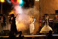 Gruppo musicale Salentino che si esibisce in una spettacolo di Pizzica a Taviano (LE)