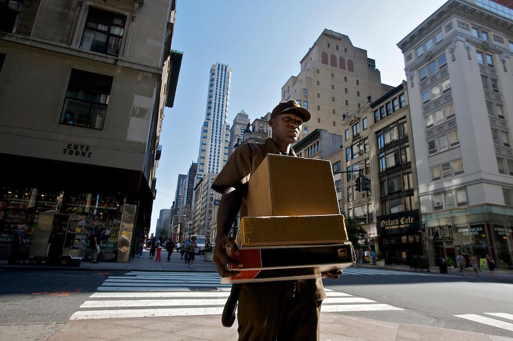 UNITED STATES-NEW YORK-UPS delivery. PHOTO: GERRIT DE HEUS.VERENIGDE STATEN-NEW YORK. Een bezorger van UPS in de straten van New York. PHOTO GERRIT DE HEUS