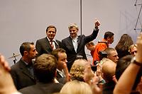 23 SEP 2002, BERLIN/GERMANY, 00:29 h:<br /> Gerhard Schroeder (Mi-L), SPD, Bundeskanzler, und Joschka Fischer (Mi-R), B90/Gruene, Bundesaussenminister, werden von SPD Parteifreunden und Parteimitgliedern auf der nichtoeffentlichen SPD Wahlparty gefeiert, in der Nacht zum 23. September 2002, Wahlabend der Bundestagswahl 2002, Willi-Brandt-Haus <br /> IMAGE: 20020922-01-116<br /> KEYWORDS: Gerhard Schröder, Wahlabend 2002, Rede, speech, Jubel, Applaus