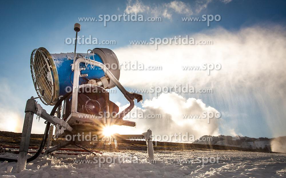 THEMENBILD - WINTERSPORT, im Bild nachdem Frau Holle im November fuer wenig bis gar keinen Schnee sorgte, sind die Schneekanonen in den Skigebieten im Dauerbetrieb um fuer das Pistenvergnuegen die noetige Unterlage zu schaffen. Bild aufgenommen am 01.12.2012, Maiskogel, Kaprun, Oesterreich. // THEME PICTURE - WINTER SPORTS. In November there was very little snow fall, so the snow cannons were in full operation to generate the necessary amount of snow for winter sports. Image taken on 01.12.2012, Maiskogel, Kaprun, Austria. EXPA Pictures © 2012, PhotoCredit: EXPA/ Juergen Feichter