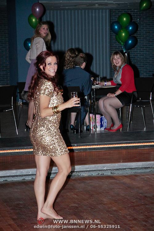 NLD/Den Haag/20110731 - Premiere musical Alice in Wonderland met K3, Karen Damen op blote voeten