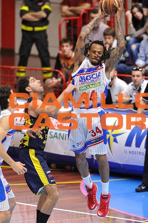 DESCRIZIONE : LNP A2 est 2015- 2016 Centrale del Latte Brescia - Basket Recanati<br /> GIOCATORE : David Moss<br /> CATEGORIA : rimbalzo<br /> SQUADRA : Centrale del Latte Brescia<br /> EVENTO : LNP A2 est 2015-2016<br /> GARA : Centrale del Latte Brescia - Basket Recanati<br /> DATA : 03/04/2016<br /> SPORT : Pallacanestro <br /> AUTORE : Agenzia Ciamillo-Castoria/A.Scaroni