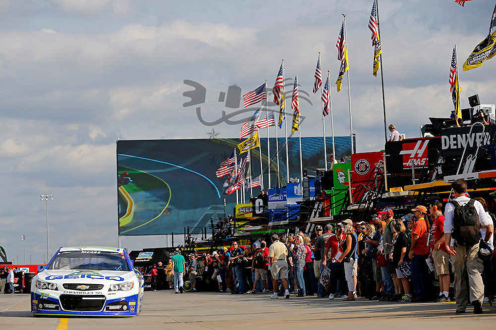 Concord, NC - Oct 09, 2015:  The NASCAR Sprint Cup Series teams take to the track for the Bank of America 500 at Charlotte Motor Speedway in Concord, NC.