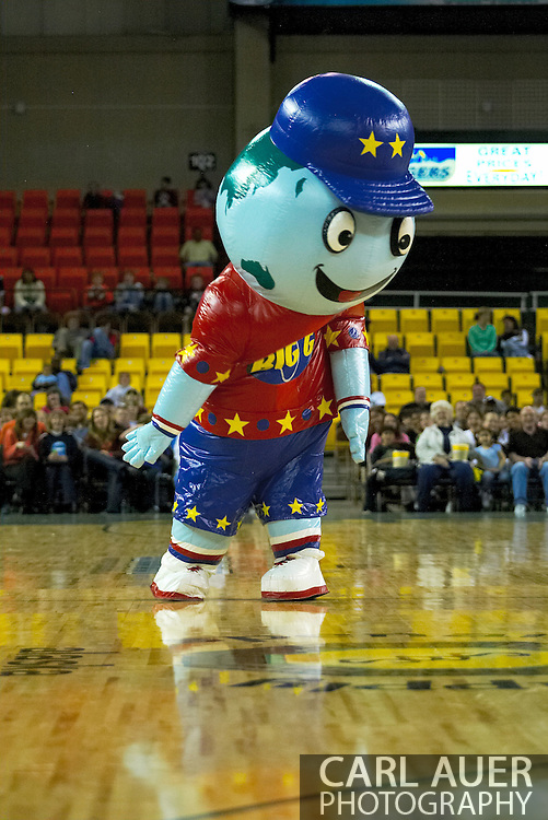 05 May 2006: 'Big G' dances for the fans during the Harlem Globetrotters vs the New York Nationals at the Sulivan Arena in Anchorage Alaska during their 80th Anniversary World Tour.