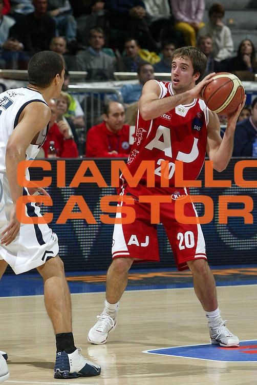 DESCRIZIONE : Bologna Lega A1 2005-06 Climamio Fortitudo Bologna Armani Jeans Milano <br /> GIOCATORE : Cavaliero <br /> SQUADRA : Armani Jeans Milano <br /> EVENTO : Campionato Lega A1 2005-2006 <br /> GARA : Climamio Fortitudo Bologna Armani Jeans Milano <br /> DATA : 20/11/2005 <br /> CATEGORIA : Passaggio <br /> SPORT : Pallacanestro <br /> AUTORE : Agenzia Ciamillo-Castoria/L.Villani