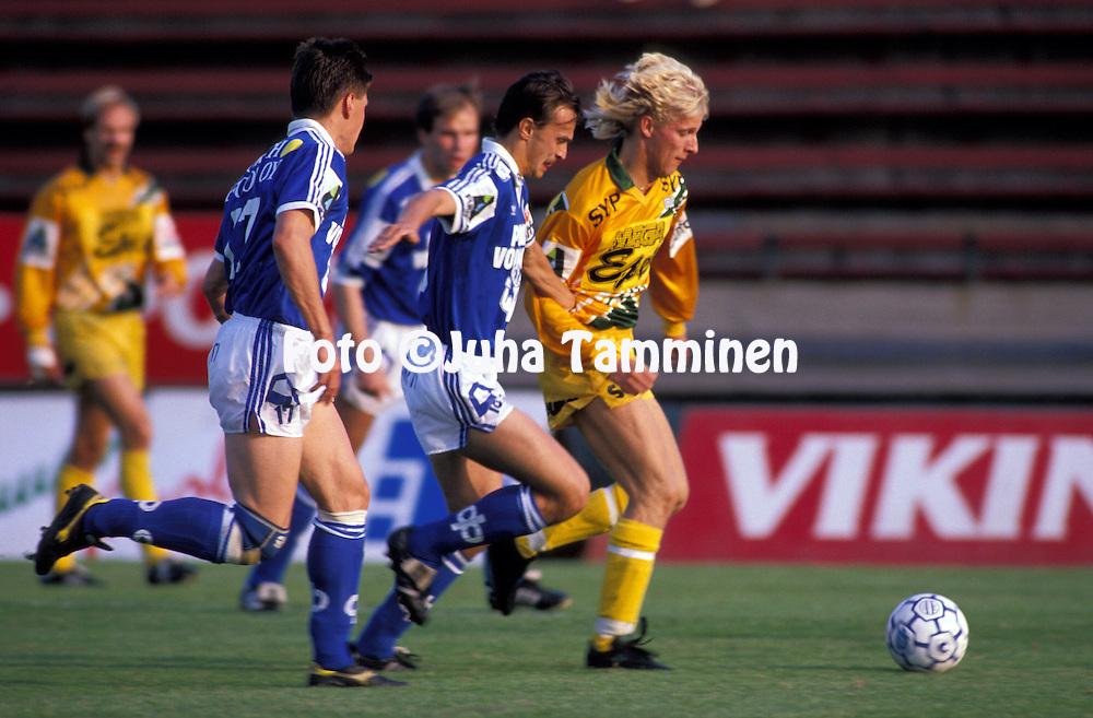 15.08.1990.Mika Aaltonen (Ilves) v Andrezej Ambrozej (RoPS).©JUHA TAMMINEN