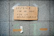 Rassemblement d'un millier de personne en soutien aux mouvement des indignados en Espagne, Non violent et fonctionnant de façon democratique le mouvement tente de rester dormir sur la place de la Bastille mais les forces de police les évacuent en début de soiree - Place de la Bastille à Paris le 29 Mai 2011. ©Benjamin Girette/IP3Press