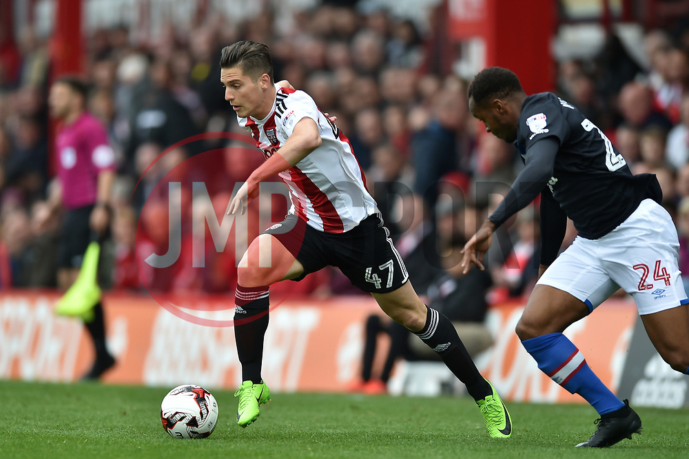Sergi Canos of Brentford in possession - Mandatory by-line: Patrick Khachfe/JMP - 07/05/2017 - FOOTBALL - Griffin Park - London, England - Brentford v Blackburn Rovers - Sky Bet Championship