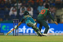September 26, 2018 - Abu Dhabi, United Arab Emirates - Pakistan cricketer Imam-ul-Haq dives in to complete a run during the Asia Cup 2018 cricket match  between Bangladesh and Pakistan at the Sheikh Zayed Stadium,Abu Dhabi, United Arab Emirates on September 26, 2018  (Credit Image: © Tharaka Basnayaka/NurPhoto/ZUMA Press)