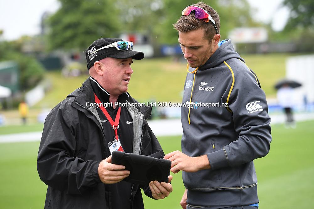 Seddon Park's head groundsman Karl Johnson talks to Tim Southee. New Zealand Black Caps v Pakistan. Day 1, 2nd test match. Friday 25 November 2016. Seddon Park, Hamilton, New Zealand. © Copyright photo: Andrew Cornaga / www.photosport.nz