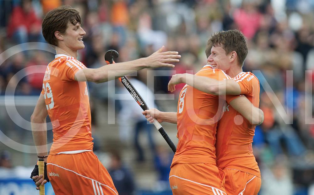 ROTTERDAM - Hock World League Semi Final Men<br /> New Zealand v Netherlands<br /> foto:Hidde Turkstra congratulate  Jelle Galema scores ( r )<br /> FFU PRESS AGENCY COPYRIGHT FRANK UIJLENBROEK