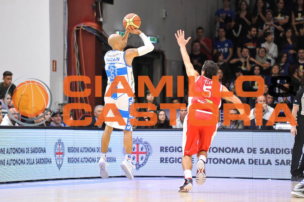 DESCRIZIONE : Campionato 2014/15 Dinamo Banco di Sardegna Sassari - Victoria Libertas Consultinvest Pesaro<br /> GIOCATORE : David Logan<br /> CATEGORIA : Tiro Tre Punti Three Point Controcampo<br /> SQUADRA : Dinamo Banco di Sardegna Sassari<br /> EVENTO : LegaBasket Serie A Beko 2014/2015<br /> GARA : Dinamo Banco di Sardegna Sassari - Victoria Libertas Consultinvest Pesaro<br /> DATA : 17/11/2014<br /> SPORT : Pallacanestro <br /> AUTORE : Agenzia Ciamillo-Castoria / Claudio Atzori<br /> Galleria : LegaBasket Serie A Beko 2014/2015<br /> Fotonotizia : Campionato 2014/15 Dinamo Banco di Sardegna Sassari - Victoria Libertas Consultinvest Pesaro<br /> Predefinita :