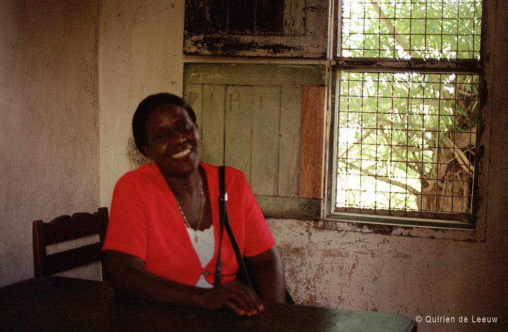 Mss Irene , hoofd van de Likoni Ferry school in Zuid-oost Kenia