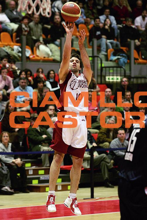 DESCRIZIONE : Livorno Lega A1 2005-06 Basket Livorno Climamio Fortitudo Bologna<br /> GIOCATORE : Porta<br /> SQUADRA : Basket Livorno<br /> EVENTO : Campionato Lega A1 2005-2006<br /> GARA : Basket Livorno Climamio Fortitudo Bologna<br /> DATA : 26/02/2006<br /> CATEGORIA : Tiro<br /> SPORT : Pallacanestro<br /> AUTORE : Agenzia Ciamillo-Castoria/Stefano D'Errico