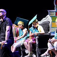 Nederland, Amsterdam , 23 juni 2010..Geronimo Stilton en Francine Oomen winnen de Prijs van de Nederlandse Kinderjury 2010. Dit maakte de Senaat van de Kinderjury 2010 vanmiddag bekend tijdens een speciaal programma in Koninklijk Theater Carré. Geronimo Stilton wint met Fantasia IV - Het drakenei in de categorie 6 t/m 9 jaar. Francine Oomen wint in de categorie 10 t/m 12 jaar met.Hoe overleef ik (zonder) dromen? Zij wint de prijs voor de 8ste keer..De Nederlandse Kinderjury is de publieksprijs voor kinderen. Ruim 26.000 kinderen stemden de afgelopen maanden op hun favoriete boek van het afgelopen jaar..Op de foto kinderboekenschrijver en genomineerd voor de Nederlandse kinderjury 2010, Paul van Loon.Foto:Jean-Pierre Jans