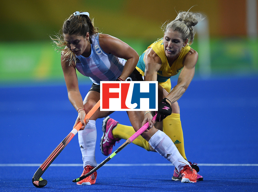 Argentina's Julia Gomes (L) vies for the ball with Australia's Casey Sablowski during the women's field hockey Australia vs Argentina match of the Rio 2016 Olympics Games at the Olympic Hockey Centre in Rio de Janeiro on August, 11 2016. / AFP / MANAN VATSYAYANA        (Photo credit should read MANAN VATSYAYANA/AFP/Getty Images)