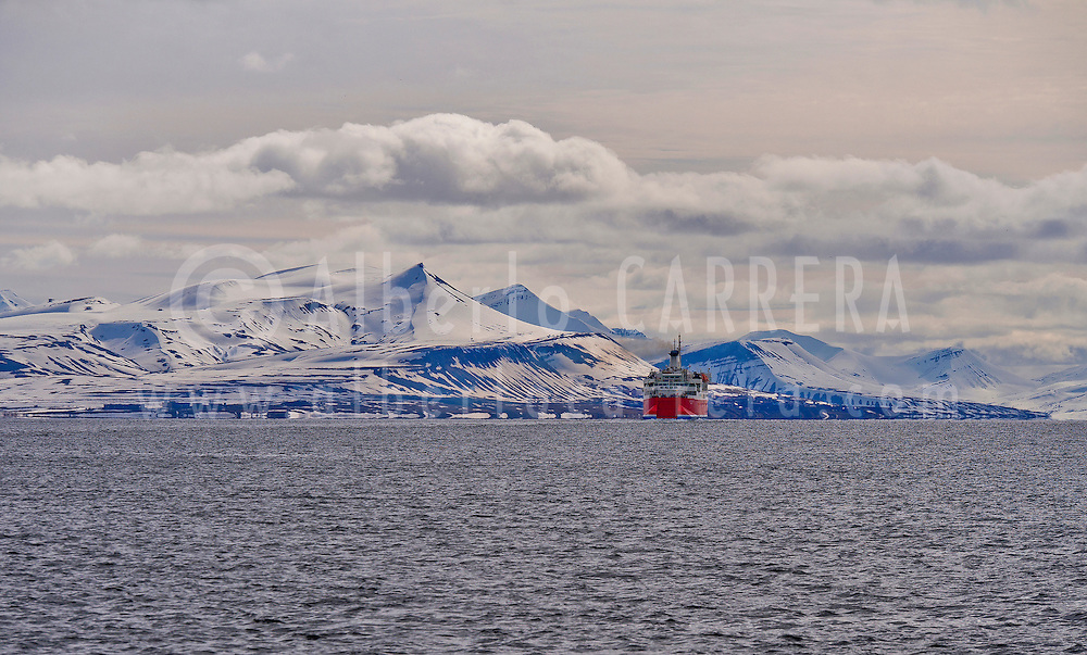 Alberto Carrera, Expedition Boat, Snowcapped Mountains, Oscar II Land, Arctic, Spitsbergen, Svalbard, Norway, Europe