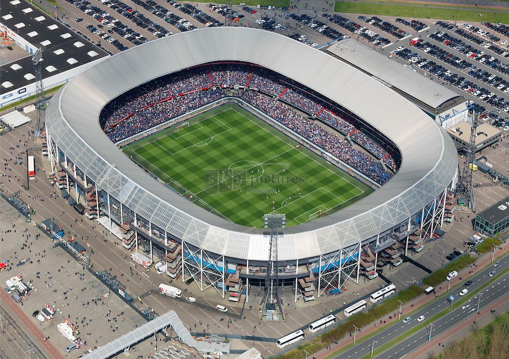 Voetbalstadion de Kuip tijdens een thuiswedstrijd van voetbalclub Feijenoord