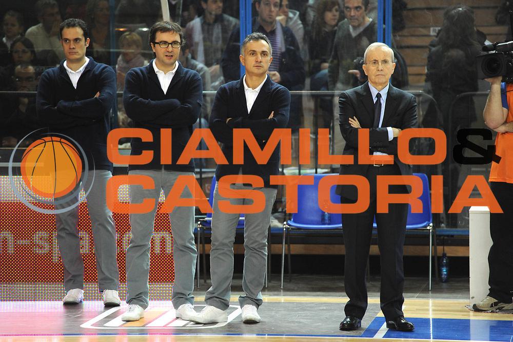 DESCRIZIONE : Cremona Lega A 2010-11 Vanoli Braga Cremona Armani Jeans Milano<br /> GIOCATORE : Dan Peterson Giorgio Valli Dario Fioretti Paolo Avantaggiato<br /> SQUADRA :  Armani Jeans Milano<br /> EVENTO : Campionato Lega A 2010-2011 <br /> GARA : Vanoli Braga Cremona Armani Jeans Milano<br /> DATA : 09/01/2011<br /> CATEGORIA : ritratto curiosita<br /> SPORT : Pallacanestro <br /> AUTORE : Agenzia Ciamillo-Castoria/GiulioCiamillo<br /> Galleria : Lega Basket A 2010-2011 <br /> Fotonotizia : Cremona Lega A 2010-11 Vanoli Braga Cremona Armani Jeans Milano<br /> Predefinita :