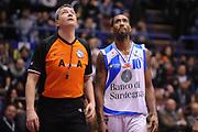 DESCRIZIONE : Milano Coppa Italia Final Eight 2013 Semifinale Banco di Sardegna Sassari Montepaschi Siena<br /> GIOCATORE : Bootsy Thornton Luigi Lamonica Arbitro<br /> CATEGORIA : Curiosita <br /> SQUADRA : Banco di Sardegna Sassari Arbitri<br /> EVENTO : Beko Coppa Italia Final Eight 2013<br /> GARA : Banco di Sardegna Sassari Montepaschi Siena<br /> DATA : 09/02/2013<br /> SPORT : Pallacanestro<br /> AUTORE : Agenzia Ciamillo-Castoria/Max.Ceretti<br /> Galleria : Lega Basket Final Eight Coppa Italia 2013<br /> Fotonotizia : Milano Coppa Italia Final Eight 2013 Quarti di Finale Semifinale Banco di Sardegna Sassari Montepaschi Siena<br /> Predefinita :