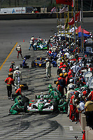 Tony Kanaan pits at the Pikes Peak International Raceway, Honda Indy 225, August 21, 2005