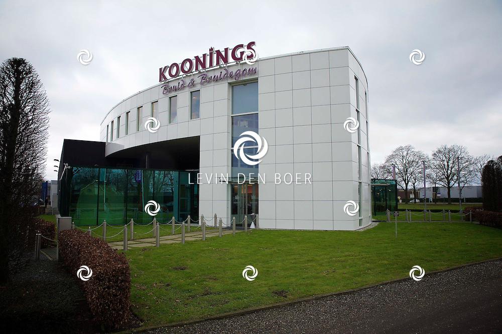 DEURNE - 's Werelds Grootste en mooiste Bruidsmodespeciaalzaak van Koonings is geopend in het Brabantse Deurne. Met Ramona Poels aan het stuur. FOTO LEVIN DEN BOER - KWALITEITFOTO.NL