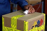 Más de dieciséis millones de venezolanos están convocados para las elecciones regionales, para escoger gobernadores y alcaldes, que tienen lugar hoy, 23 de noviembre de 2008, en Venezuela. Desde las 06:00 los votantes hacen fila y verifican sus datos en los distintos centros de votación en Caracas. (ivan gonzalez)