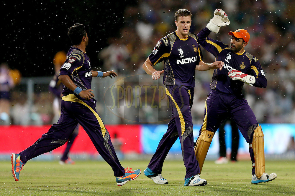 Morne Morkel is congratulated by his teammates after taking a wicket during the first qualifier match (QF1) of the Pepsi Indian Premier League Season VII 2014 between the Kings XI Punjab and the Kolkata Knight Riders held at Eden Gardens Cricket Stadium, Kolkata, India on the 28th May 2014. Photo by Jacques Rossouw / IPL / SPORTZPICS<br /> <br /> <br /> <br /> Image use subject to terms and conditions which can be found here:  http://sportzpics.photoshelter.com/gallery/Pepsi-IPL-Image-terms-and-conditions/G00004VW1IVJ.gB0/C0000TScjhBM6ikg