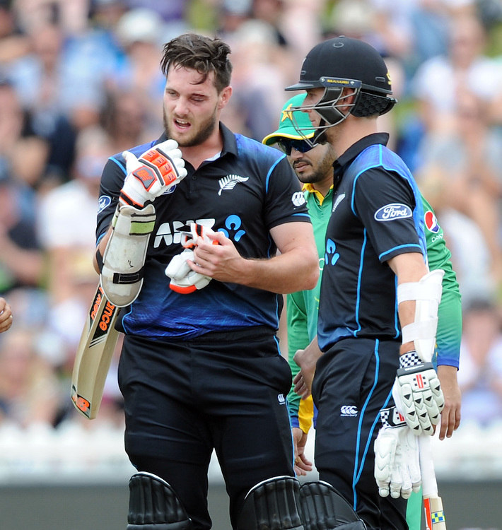 New Zealand's Mitchell McClenaghan with Matt Henry after being hit in the helmet grill against Pakistan in the 1st ODI International Cricket match at Basin Reserve, Wellington, New Zealand, Monday, January 25, 2016. Credit:SNPA / Ross Setford