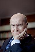 MILANO, L'ONCOLOGO UMBERTO VERONESI, Umberto Veronesi (Milano, 28 novembre 1925) è un medico, oncologo e politico italiano, ricopre il ruolo di direttore scientifico dell'Istituto Europeo di Oncologia[1]...La sua attività clinica e di ricerca è stata incentrata per decenni sulla prevenzione e sulla cura del cancro. In particolare si è occupato del carcinoma mammario, prima causa di morte per tumore nella donna[2]...Veronesi è stato primo teorizzatore e strenuo propositore della quadrantectomia, dimostrando come nella maggioranza dei casi le curve di sopravvivenza di questa tecnica, purché abbinata alla radioterapia, sono le medesime di quelle della mastectomia, ma a impatto estetico e soprattutto psicosessuale migliore...Italian surgeon and oncologist, internationally known for his contributions on prevention and treatment of breast cancer throughout a career spanning over fifty years. He heads Italy's Nuclear Safety Agency.[1]