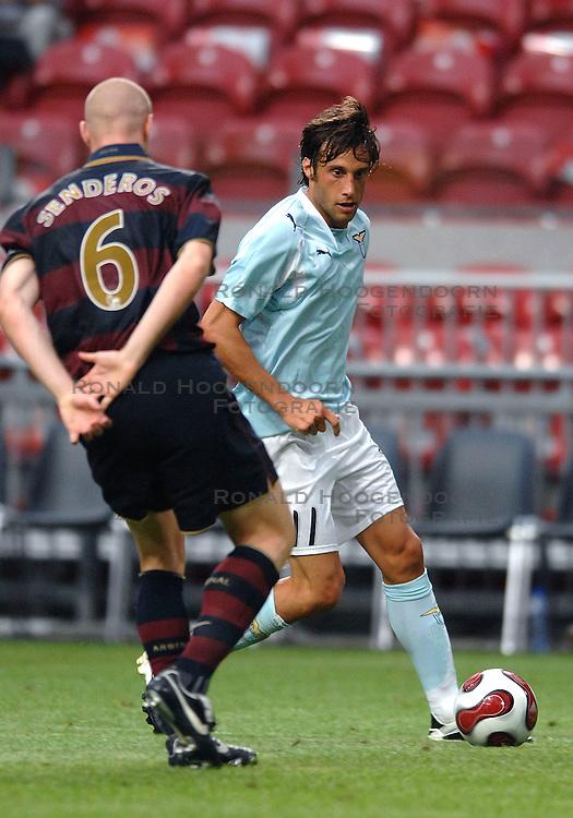 02-08-2007 VOETBAL: LG AMSTERDAM TOURNAMENT: ARSENAL - LAZIO: AMSTERDAM<br /> Arsenal wint met 2-1 van Lazio / Stefano Mauri<br /> &copy;2007-WWW.FOTOHOOGENDOORN.NL