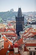 """Der """"Pulverturm"""" am Namesti Republiky in der Prager Innenstadt."""