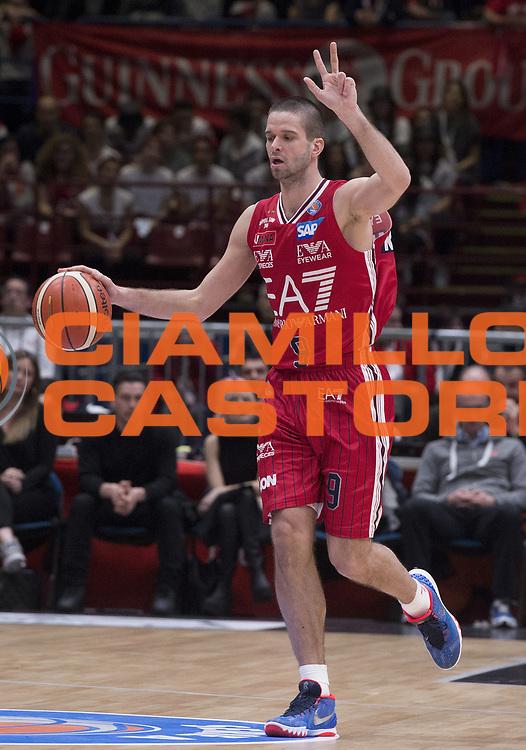 DESCRIZIONE : Beko Legabasket Serie A 2015- 2016 EA7 Emporio Armani Olimpia Milano - Sidigas Scandone Avellino<br /> GIOCATORE : Mantas Kalnietis<br /> CATEGORIA : palleggio<br /> SQUADRA : EA7 Emporio Armani Olimpia Milano<br /> EVENTO : Beko Legabasket Serie A 2015-2016<br /> GARA : EA7 Emporio Armani Olimpia Milano  - Sidigas Scandone Avellino<br /> DATA : 31/01/2016<br /> SPORT : Pallacanestro <br /> AUTORE : Agenzia Ciamillo-Castoria/R.Morgano