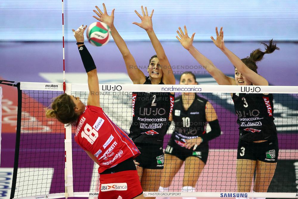 23-11-2016 ITA: Nordmeccanica Modena - Foppapedretti Bergamo, Modena<br /> Modena verliest met 3-1 van Bergamo / Yvon Belien #3, Katarzyna Skojronska #18, Jovana Brakocevic Canzian #2<br /> <br /> ***NETHERLANDS ONLY***
