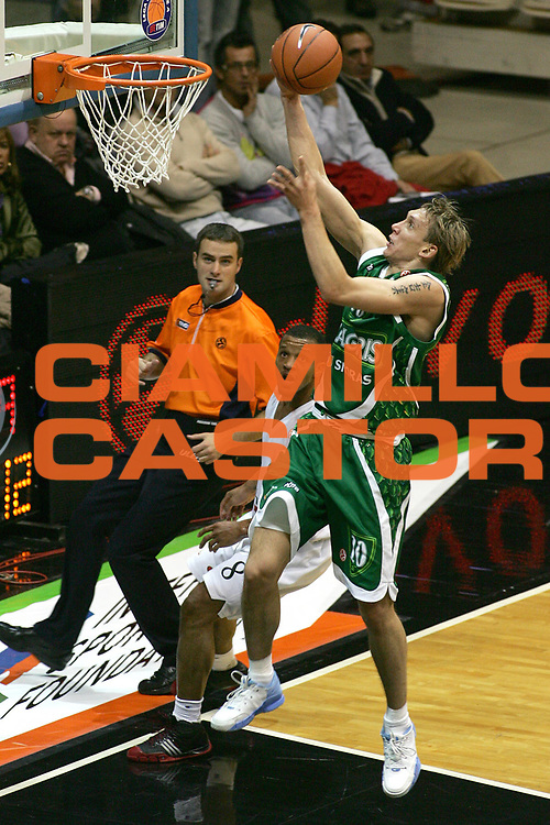 DESCRIZIONE : Bologna Eurolega 2007-08 Vidivici Virtus Bologna Zalgiris Kaunas<br /> GIOCATORE : Dainius Salenga<br /> SQUADRA : Zalgiris Kaunas<br /> EVENTO : Eurolega 2007-2008 <br /> GARA : Vidivici Virtus Bologna Zalgiris Kaunas<br /> DATA : 24/10/2007 <br /> CATEGORIA : Tiro<br /> SPORT : Pallacanestro <br /> AUTORE : Agenzia Ciamillo-Castoria/M.Minarelli<br /> Galleria : Eurolega 2007-2008<br /> Fotonotizia : Bologna Eurolega 2007-2008 Vidivici Virtus Bologna Zalgiris Kaunas<br /> Predefinita :