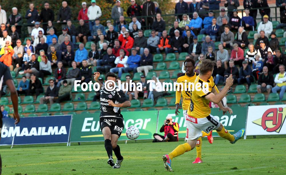 30.8.2015, Kisapuisto, Lahti.<br /> Veikkausliiga 2015.<br /> FC Lahti - Kuopion Palloseura.<br /> Drilon Shala (FC Lahti) v Hamed Coulibaly &amp; Toni Markic (KuPS).