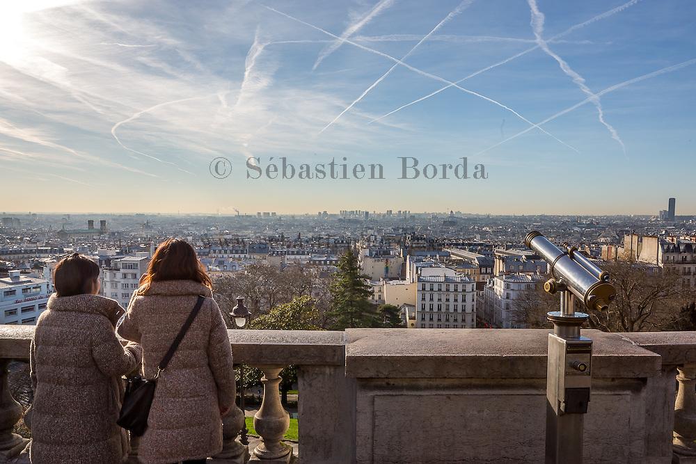 Vue sur Paris depuis la basilique du Sacré-coeur de Montmartre // View of Paris from Sacré- coeur basilica in Montmartre area.