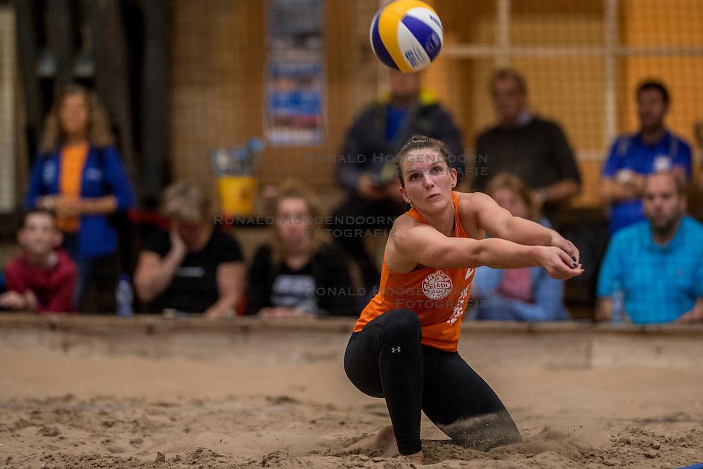 07-01-2017 NED: NK Beachvolleybal Indoor, Aalsmeer<br /> Jolien Sinnema #2